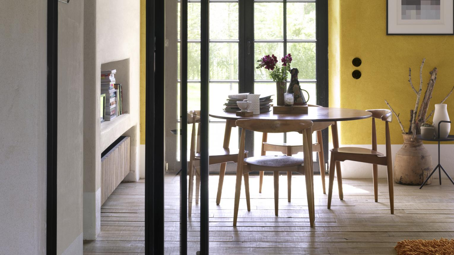 For a dining space that's full of cheer, look to warm yellow.
