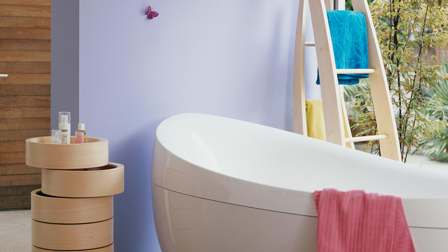 Pops of candy colours fill this bathroom with positive energy.